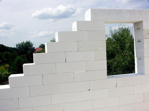 Ściany zbetonu komórkowego, źródło: Białe Murowanie