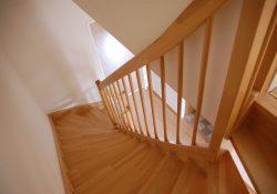 Jak wybrać schody do domu jednorodzinnego?
